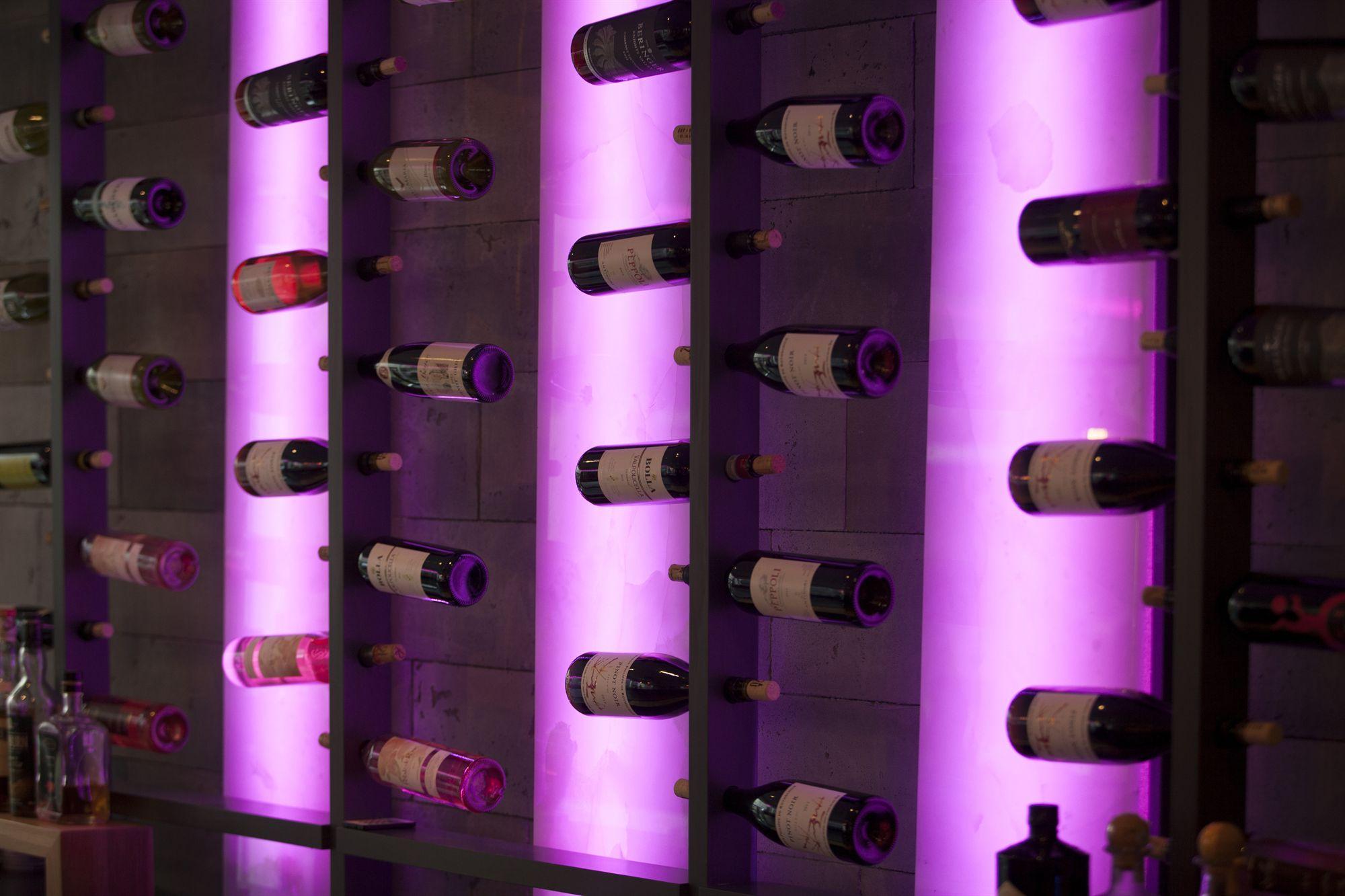 Lobby BAR20 Wine Rack