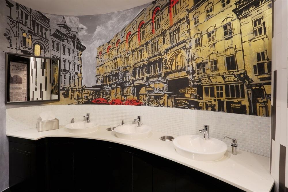 Hotel 10 Public Washroom