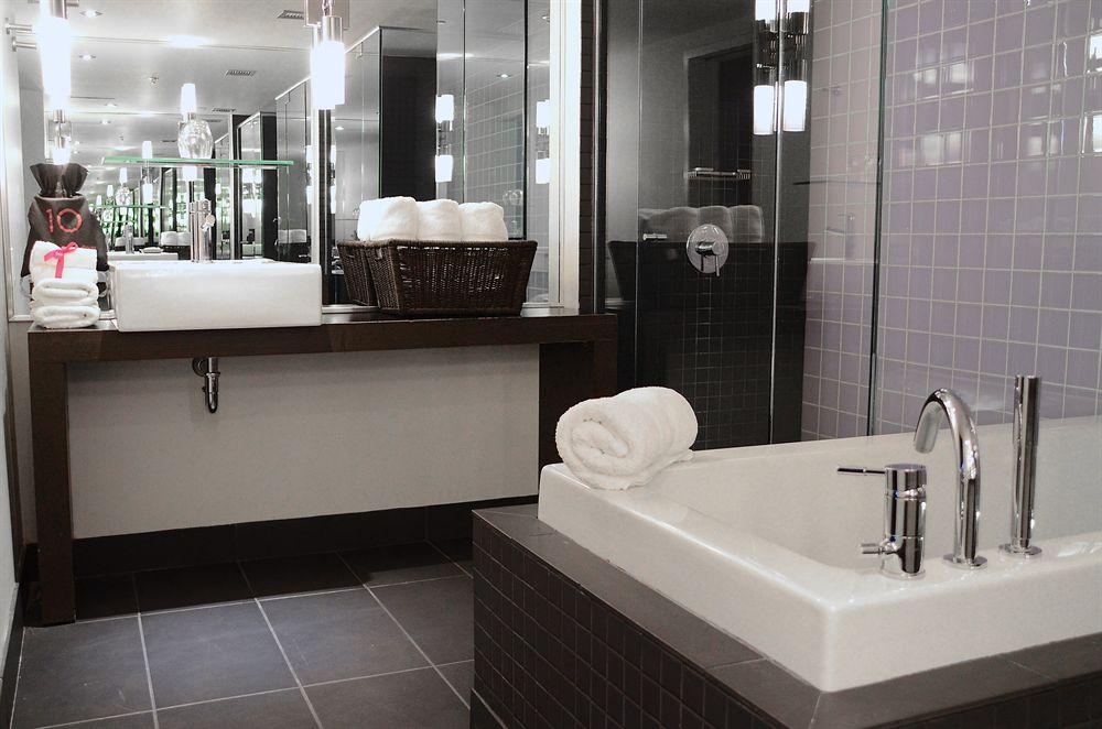 Salle de bain chambre deluxe HOTEL10
