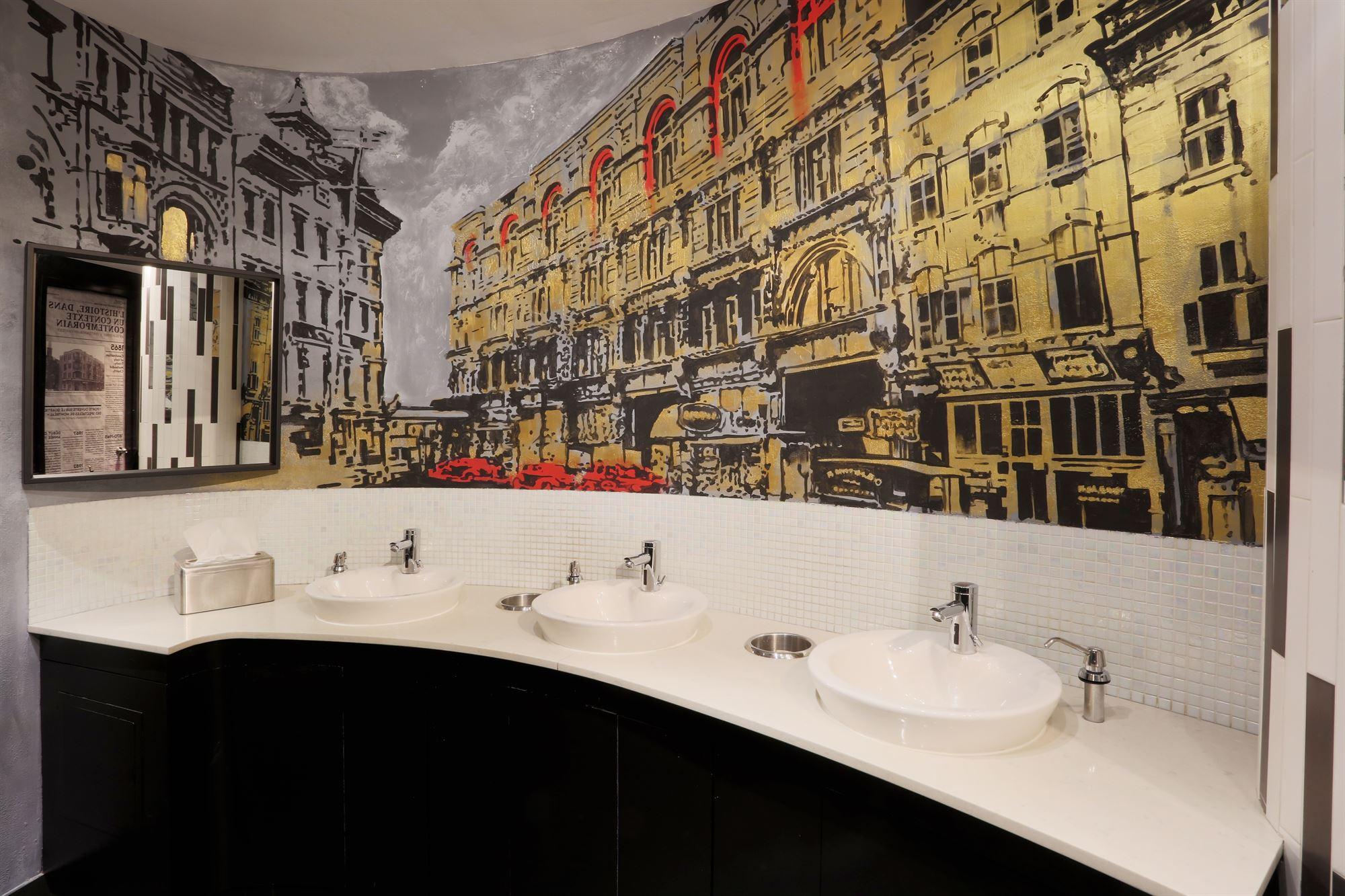 Eviers Toilettes Publiques-HOTEL10
