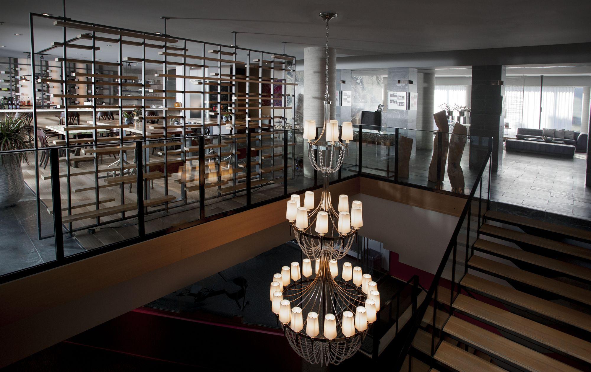 Lustre Lobby HOTEL10