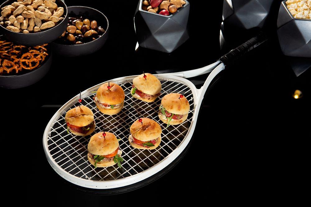 Mini burgers sur raquette - événement sportif HOTEL10